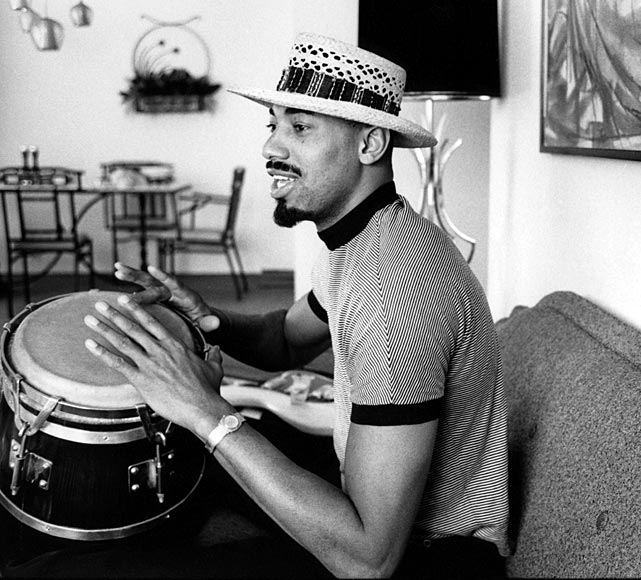 7 wilt chamberlain playing bongos - athletes who were musicians