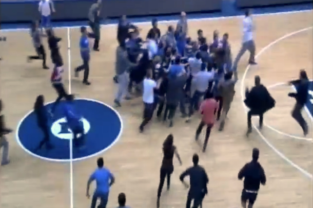fans rush court after duke managers beat unc managers with buzzer-beater