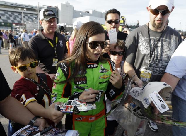 danica patrick daytona 500 - female sports firsts