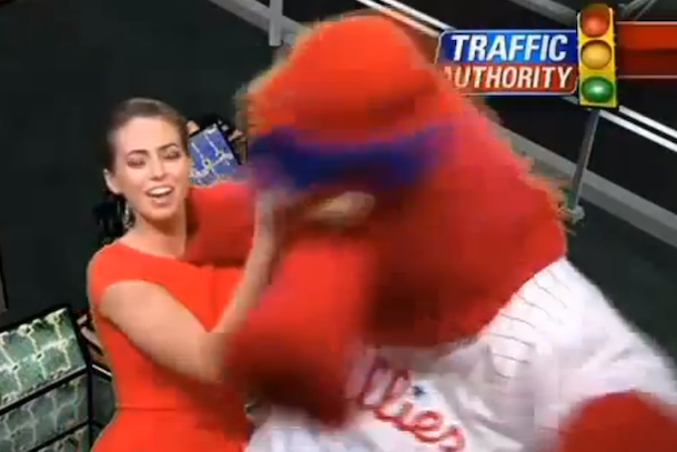philly phanatic kissing hot traffic reporter