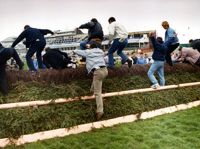 9 grand national 1997 ira bomb scare