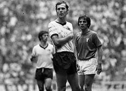 17 franz beckenbauer 1970 world cup - arm in sling