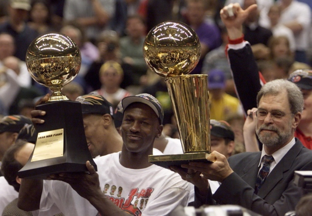 Nedēļas bilde #1 1-michael-jordan-finals-mvp-trophy-players-named-nba-finals-mvp-more-than-once