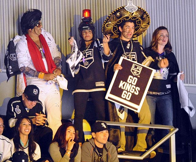 10 kings fan sombrero - crazy nhl fans stanley cup playoffs