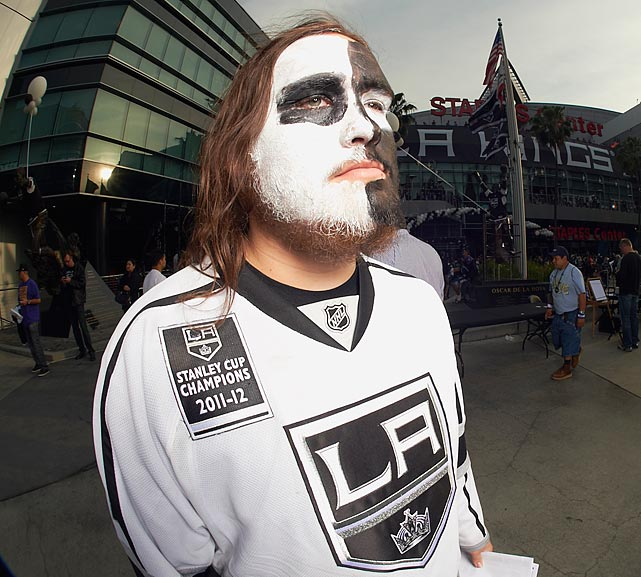 21 kings fan - crazy nhl fans stanley cup playoffs