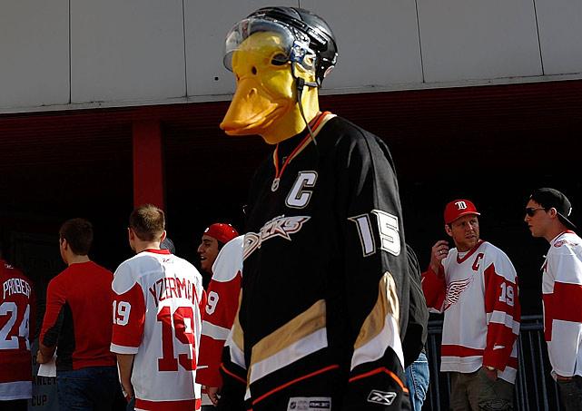 3 anaheim ducks fan wearing duck mask - crazy nhl fans stanley cup playoffs