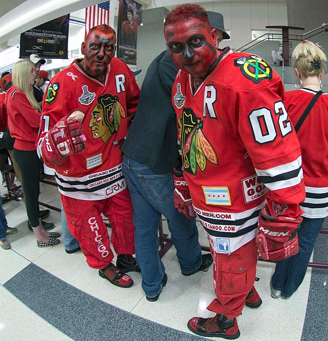 8 creepy darth maul blackhawks fan - crazy nhl fans stanley cup playoffs