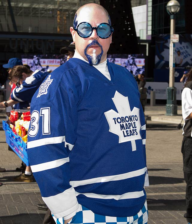 9 maple leafs fan - crazy nhl fans stanley cup playoffs