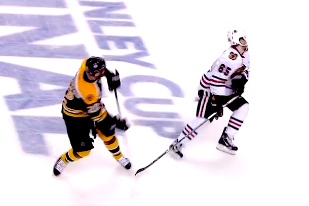 andrew shaw puck to face game 6