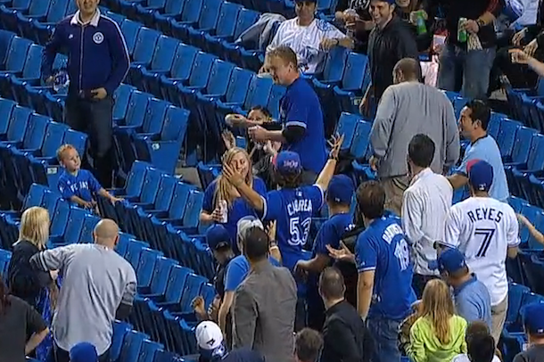 jays fan loses foul ball