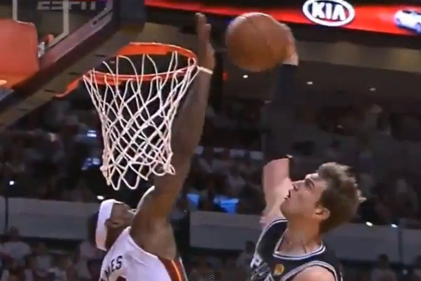 lebron james block on tiago splitter