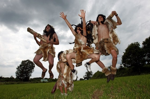 14 cavemen - - crazy tour de france fans
