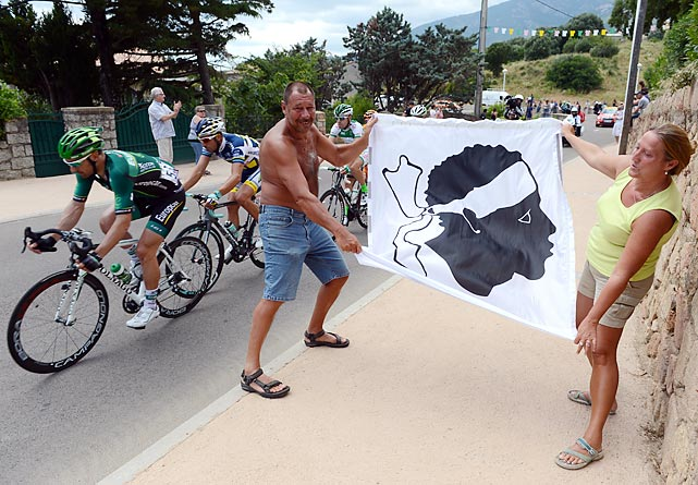 20 shirtless crazy tour de france fans