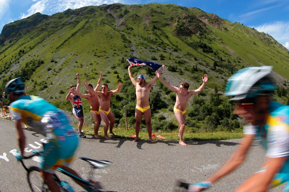 25 australians in yellow speedos - crazy tour de france fans