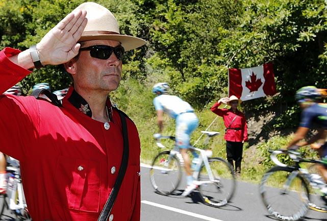 5 canadian mounties - crazy tour de france fans