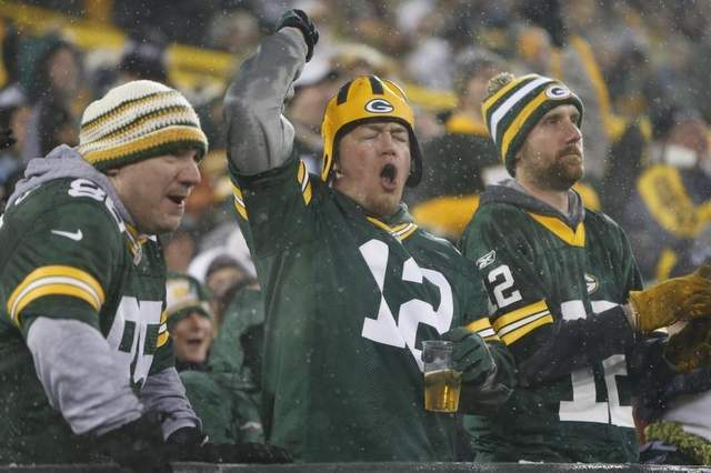 9 packers fans in rodgers jerseys - top selling nfl jerseys