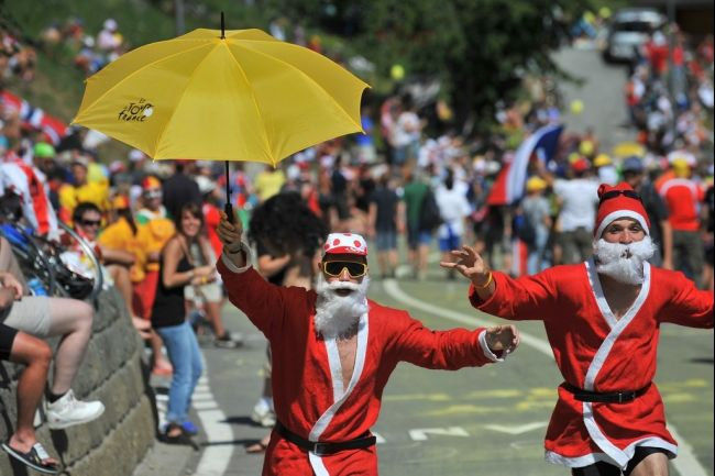 9 santa clause guys - crazy tour de france fans