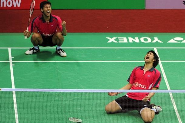 Bodin-Issara-and-Maneepong-Jongjit-badminton-fight