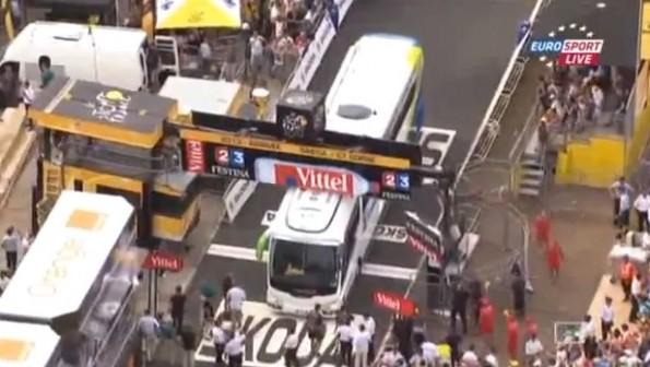 bus crash finish line tour de france