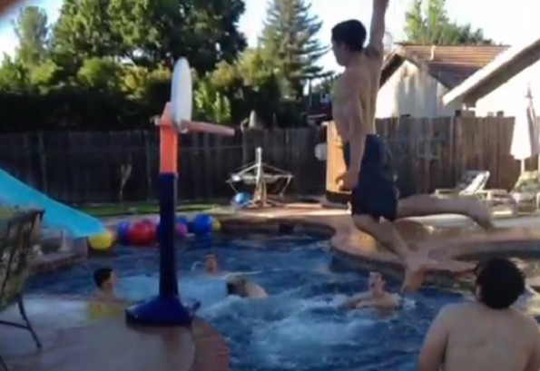 pool alley-oop dunk