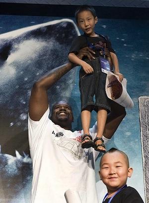 Shaq holding a Chinese boy