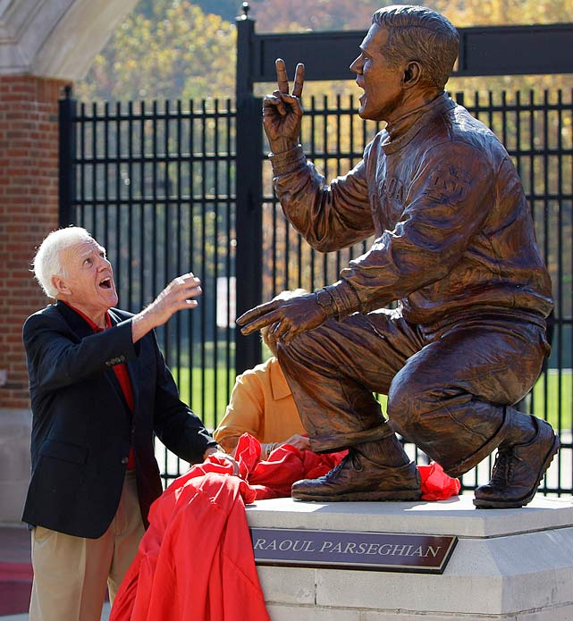 13 ara parseghian statue - college football legends with their own statues