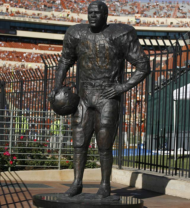 15 earl campbell statue - college football legends with their own statues