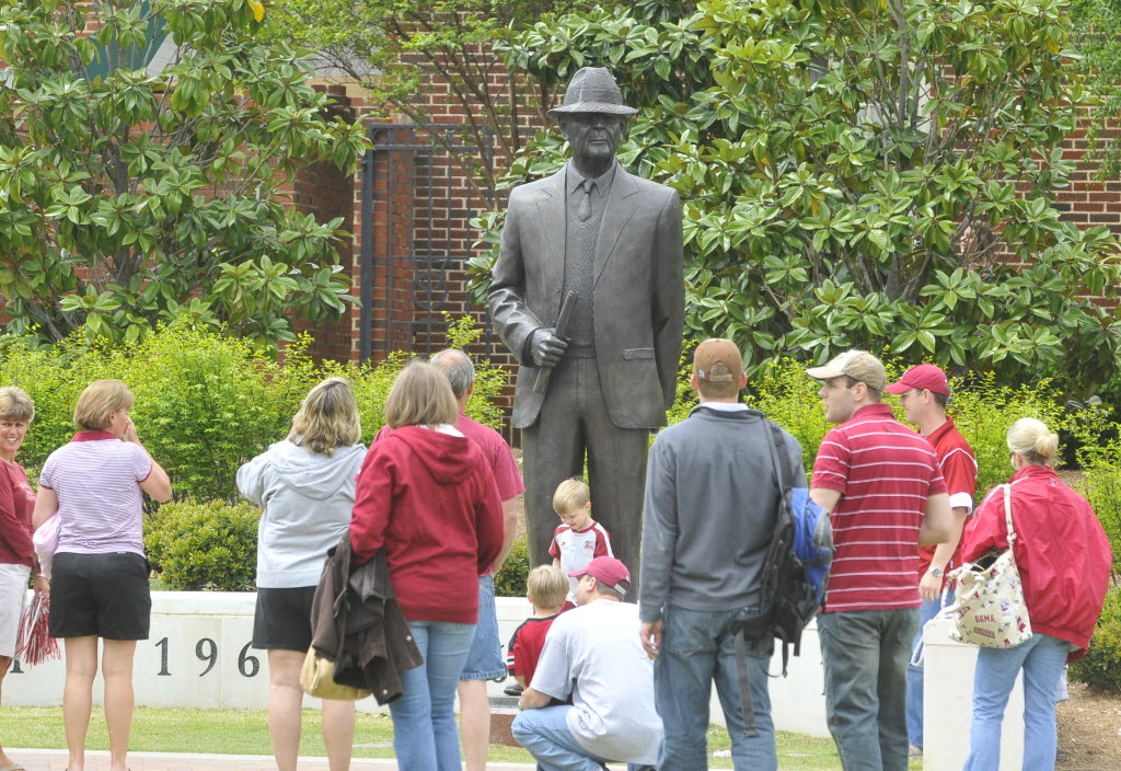 19 paul bear bryant statue - college football legends with their own statues