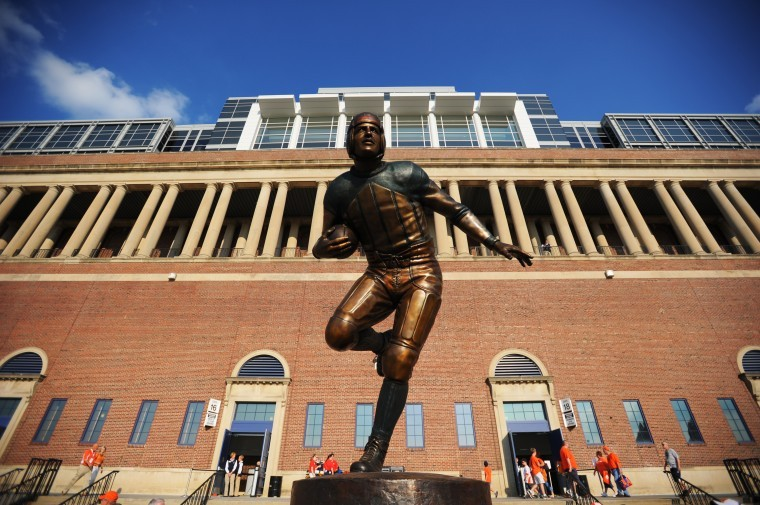 2 red grange statue - college football legends with their own statues