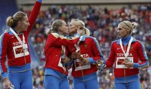 Russia Women's 4×400 Relay Members Kiss on the Podium in Protest (Photo)