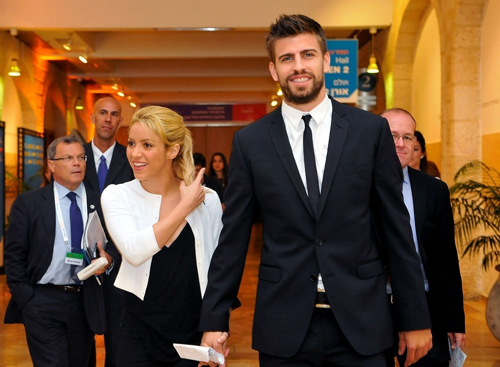 3 gerard pique (barcelona) and shakira - athlete celebrity couples