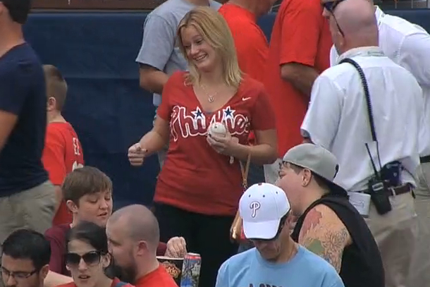 woman hit by home run ball at citizens bank park