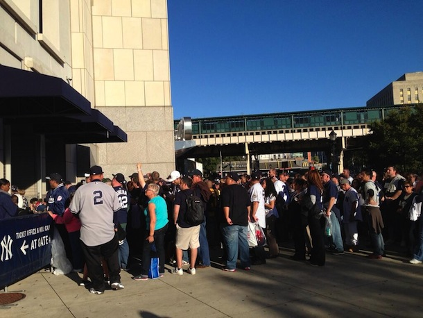 yankees fans waiting for bobbleheads