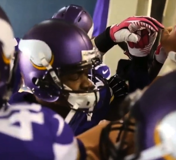Adrian Peterson Gives Emotional Pre-Game Speech To Teammates