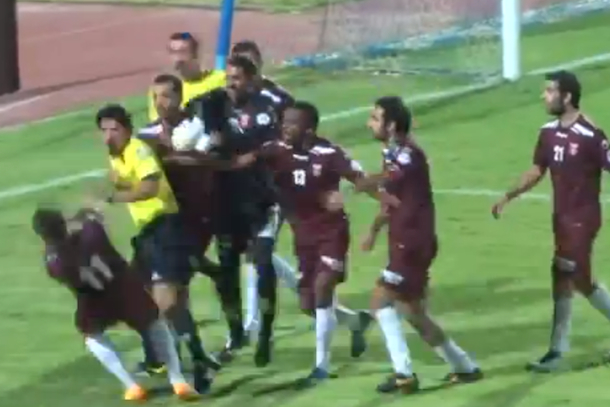 kuwaiti soccer red slaps player