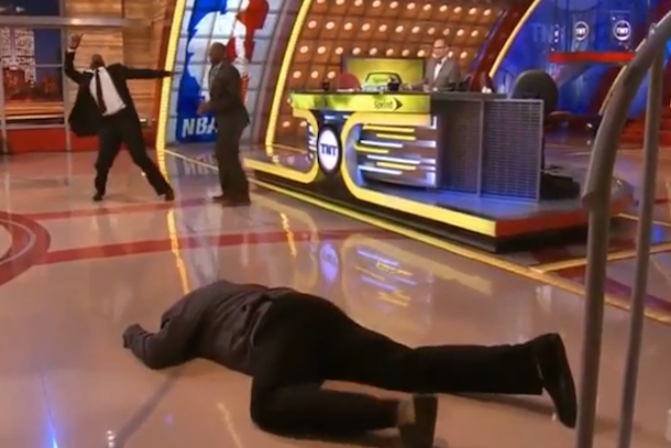 shaq falls down on set of nba live tnt