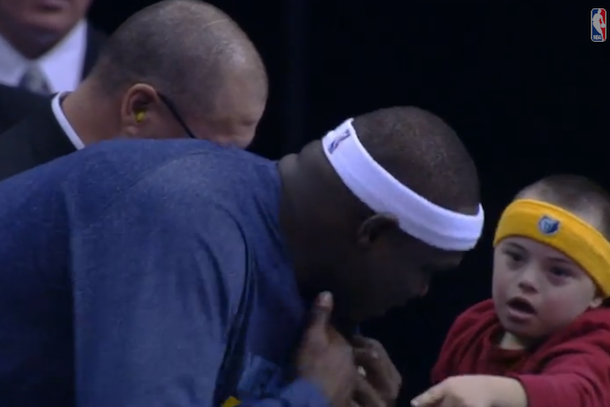 zach randolph gives kid his shirt