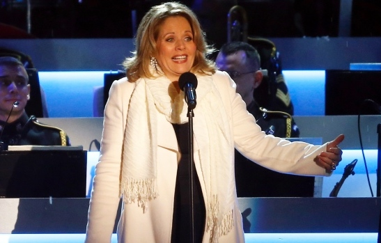 7 renee fleming no gloves - super bowl xlviii prop bets