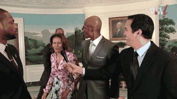 Michelle Obama dunks on D-Wade