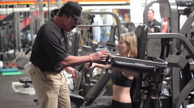 59afe523110f5 Arnold Schwarzenegger Goes Undercover at Golds Gym (Video)