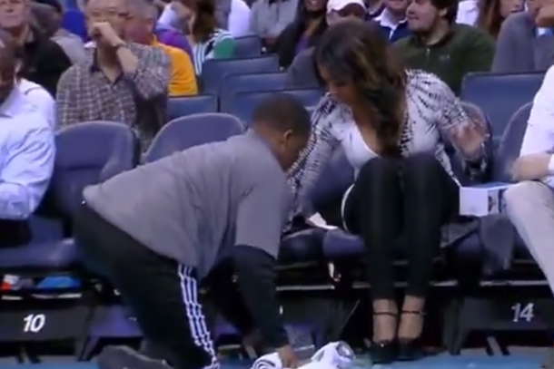 hot chick courtside at knicks bobcats spilled drinks