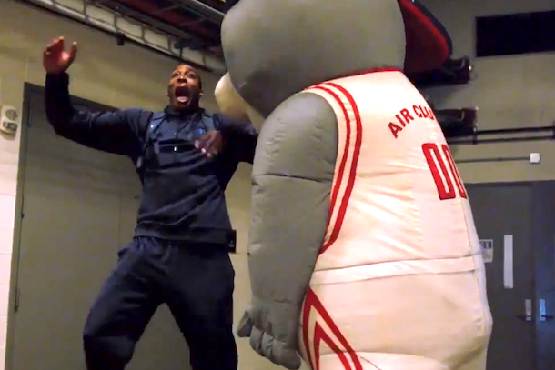 houston rockets mascot scaring dwight howard