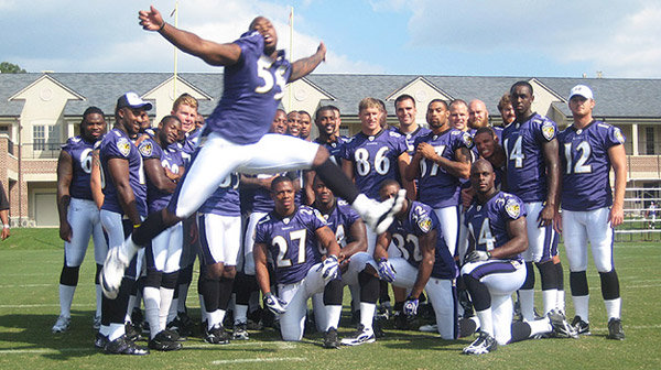 11 terrell suggs photobomb