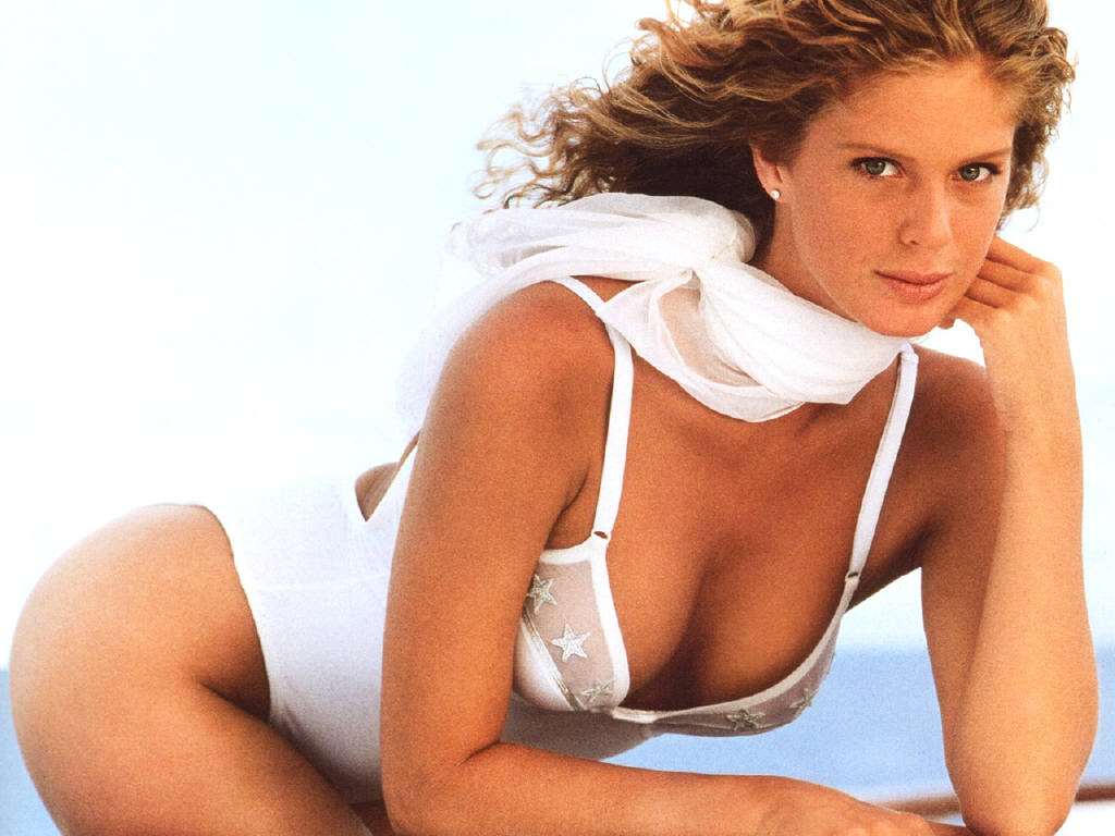 16 rachel hunter (jarret stoll) - sports illustrated swimsuit models who dated athletes