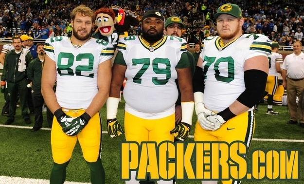 21 aaron rodgers photobomb