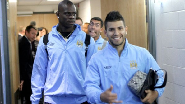 24 carlos tevez photobombs balotelli and sergio aguero