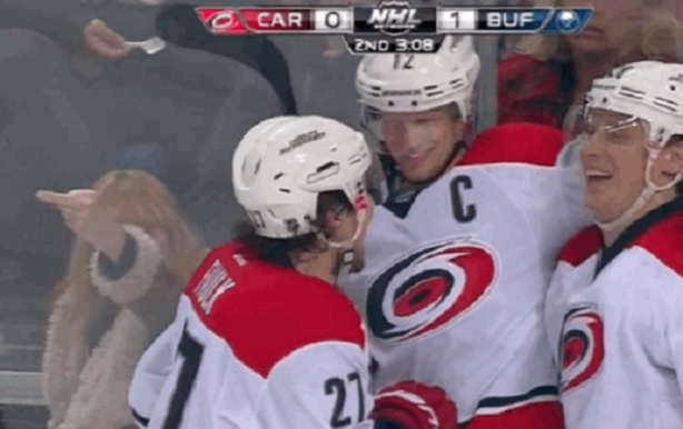 Staal middle finger Sabres fan