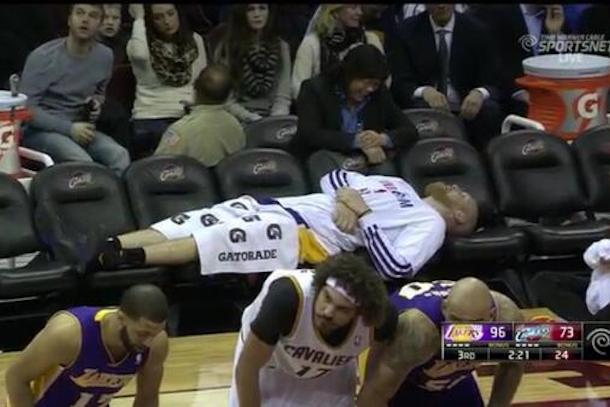 chris kamman nap on lakers empty bench