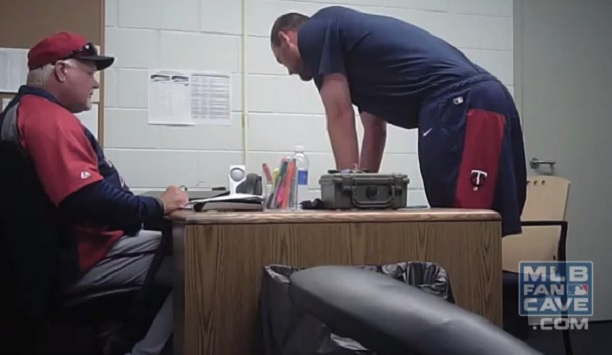 Twins prank Mike Pelfrey