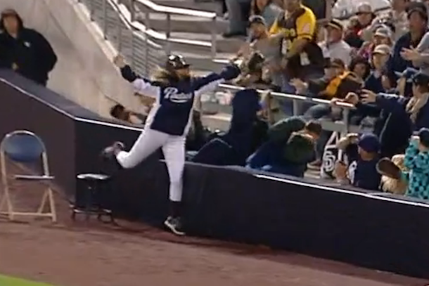 padres ball girl great catch